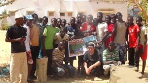 Laurent Libre entouré de participants à l'un de ses projets au Sénégal © L. Libre