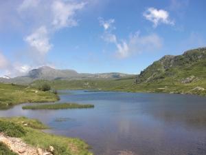 Le lac du Poursollet dans le massif du Taillefer © Échos verts