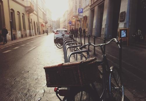 pexels- city-street-parking-bike-medium