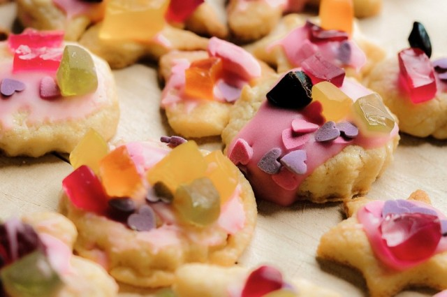 baking-biscuits-candy-3902-827x550