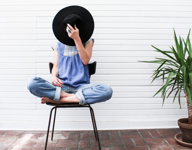 Garde-robe minimaliste- DeathtoStock_Clementine9