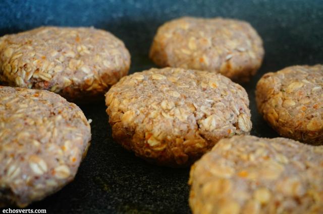 Burger végan haricots blancs avoine cuisson poêle- echosverts.com