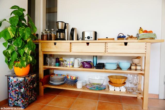 Cuisine eco-minimaliste rangement vaisselle echosverts.com