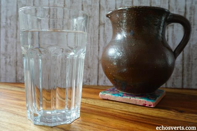 Boire un verre d'eau le matin- copyright echosverts.com
