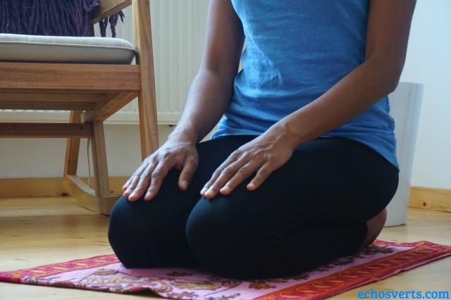 Vajrasana pose yoga fin de repas- echosverts.com