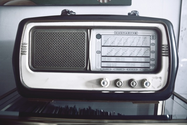 radio vintage source pexels