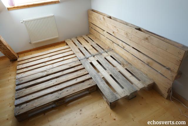 {DIY} Lit double et tables de chevet intégrées en palettesÉchos verts # Lit En Palette De Bois Avec Lumiere