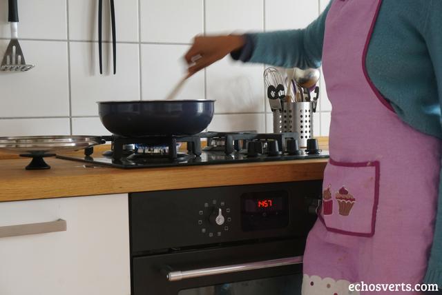 pourquoi porter un tablier en cuisine echosverts.com
